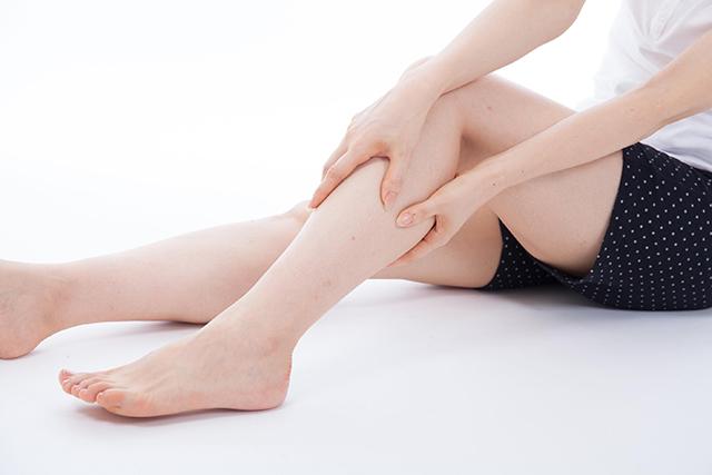 寝ている時の足がつってしまう人の対処方法と未然に防ぐ方法とは?