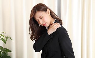 肩こり・腰痛が治らないのは外反母趾が影響している!